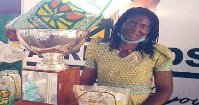 Woman Farmer of Vitamin A Maize Scoops Top Prize at Zimbabwe Agricultural Show