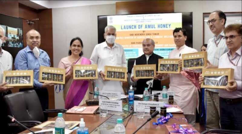 Union Minister Mr. Narendra Singh Tomar launches 'Amul Honey'